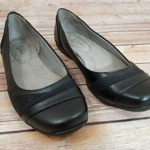 NWOT Life Stride 8.5 Classic Black Flats Shoes